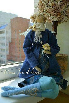 Boots, scarf, so cute!