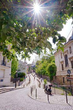 Place Dalida: unusual places to see the sacre coeur in paris