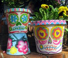 Day of the Dead planters / el Dia de los Muertos pots Fall Crafts, Arts And Crafts, Holiday Crafts, Holiday Ideas, Projects For Kids, Art Projects, Crafts To Sell, Diy Crafts, Cassie Stephens