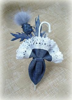 Items similar to Denim Heart Pin on Etsy - Her Crochet Denim And Lace, Artisanats Denim, Denim Flowers, Leather Flowers, Fabric Flowers, Jean Crafts, Denim Crafts, Fabric Brooch, Diy Hair Accessories