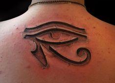 olho-de-horus-25 Tribal Tattoos With Meaning, Cool Tribal Tattoos, Tribal Sleeve Tattoos, Top Tattoos, Body Art Tattoos, Tatoos, Egyptian Eye Tattoos, Egyptian Tattoo Sleeve, Anubis Tattoo