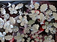 scrapbook paper punches and pop cans = metal flowers etc. Soda Can Crafts, Soda Can Art, Fun Crafts, Diy And Crafts, Arts And Crafts, Paper Crafts, Aluminum Can Crafts, Metal Crafts, Aluminum Cans