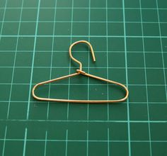 DIY: little hanger made from a paper clip!