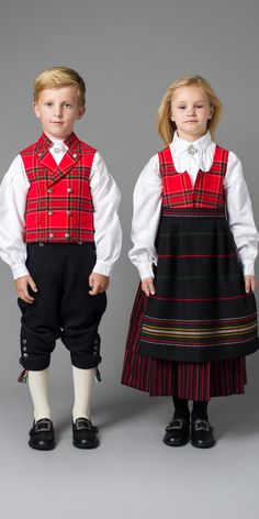 Råndastakk for barn Boy Costumes, Folk Costume, Sweden Costume, Frozen Musical, Norwegian Fashion, Swedish Decor, Nordic Style, Traditional Dresses, Textile Design