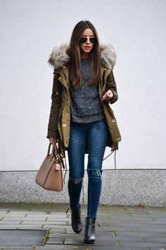 Learn here to know how to rock a winter army green outfit. Winter Fashion Outfits, Autumn Winter Fashion, Winter Outfits, Night Outfits, Mode Outfits, Casual Outfits, Club Outfits, Parka Outfit, Green Parka