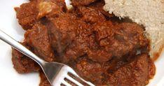 Mennyei Tökéletes marhapörkölt recept! Ez a klasszikus marhapörkölt recept. Ha vízzel készíted, akkor simán csak marhapörkölt, ha a víz mellé vörösbor is kerül bele, akkor pedig vörösboros marhapörkölt. :) Mennyeien finom! Hungarian Cuisine, Hungarian Recipes, Hungarian Food, Beef Recipes, Cooking Recipes, Goulash, Beef Dishes, Wok, Delish