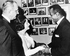 Meet the extraordinary reluctant King of Calypso, Harry Belafonte. Golden Age Of Hollywood, Classic Hollywood, Old Hollywood, Top 100 Albums, Calypso Music, Harry Belafonte, Fight For Justice, Kings Man