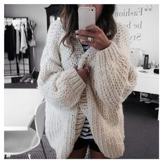 ISO chunky knit cardigan ISO Not for sale. Looks Street Style, Looks Style, Style Me, Hair Style, I Love Mr Mittens, Mode Outfits, Cozy Sweaters, Vintage Sweaters, Mode Inspiration