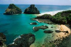 Fernando de Noronha: Die brasilianische Inselgruppe ist vulkanischen Ursprungs und liegt etwa 350 Kilometer östlich des Festlandes.
