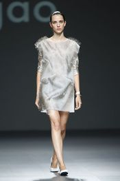 Ying Gao - Pasarela Ying Gao, Dresses, Vogue Spain, New York Fashion, Walkway, Spring Summer, Pictures, Vestidos, Dress