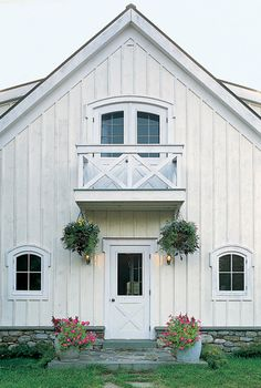 Gorgeous White Barn- cute idea for a separate getaway for a home Theatre, guest house, or even teen hangout place! Future House, My House, White Barn, Modern Farmhouse, Farmhouse Style, Restored Farmhouse, Modern Barn, Cottage Shabby Chic, Cottage Style