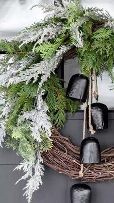 Cozy Christmas, Rustic Christmas, Concrete Fireplace, Diy Concrete, Summer Mantel, Cuisines Diy, Faux Brick Walls, Diy Outdoor Table, Diy Blanket Ladder