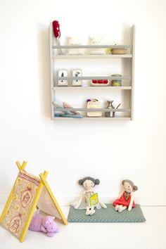 Wooden shelf #kidsroom #playroom #macarenabilbao