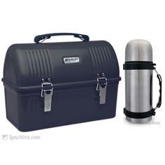 Here is an update of a classic dome lunch box from the and This is the ultimate construction worker style steel lunch box with a matching thermos. Cute Lunch Boxes, Lunch Box Notes, Lunch Box Thermos, Bento Box Lunch, Box Lunches, Snack Boxes Healthy, Steel Lunch Box, Adult Lunch Box, Lunch Box Containers