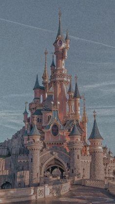 Aesthetic Desktop Wallpaper, Retro Wallpaper, Scenery Wallpaper, Aesthetic Backgrounds, Disney Aesthetic, Sky Aesthetic, Disneyland Castle, Pinturas Disney, Disney Rides