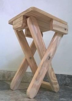 Wooden Projects, Diy Pallet Projects, Wood Crafts, Woodworking Projects, Folding Furniture, Smart Furniture, Pallet Furniture, Wooden Tool Boxes, Wood Creations