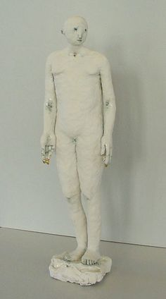 Claire Curneen, Standing figure (2003) Porcelain.