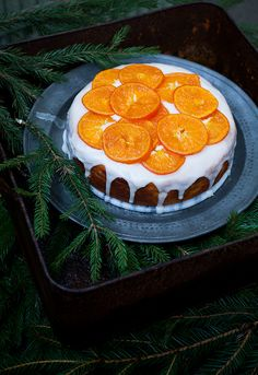 Clementines! And a dairy-free recipe to boot. Gotta try this out for Christmas. | Call me cupcake: A clementine cake and citrus curd