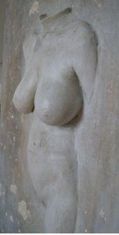 Nachdem die Skulptur fein geschliffen wurde, wurden verschiedene Schichten von Acryl, Öl, Eisenspäne, Essig, Zitrone und ein wenig Kohle aufgetragen 🤩 Greek, Statue, Artworks, Sculptures, Charcoal, Vinegar, Lemon, Canvas, Greece