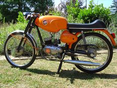 Garelli Junior - My first bike! 50cc Motorbike, Vespa Scooters, Classic Bikes, Vintage Italian, Cars And Motorcycles, Motorbikes, Vehicles, Cafe Racers, Watches