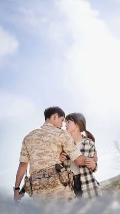 Song Joong-ki as Yoo Shi-jin Song Hye-kyo as Kang Mo-yeon Descendants of the sun Songsong Couple, Best Couple, Desendents Of The Sun, Descendants Of The Sun Wallpaper, Kdrama, Soon Joong Ki, Les Descendants, Sun Song, Couple