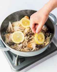 鶏胸肉がしっとり豪華な1品に!家政婦・志麻さんの時短レシピ | ESSEonline(エッセ オンライン) Diet Menu, Food Menu, Ramen, Cooking Recipes, Healthy Recipes, Healthy Food, Japanese Food, Japchae, Easy Meals