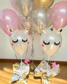 Ideas for organizing a unicorn party - Celebrat : Home of Celebration, Events to Celebrate, Wishes, Gifts ideas and more ! 1st Birthday Parties, Birthday Party Decorations, 2nd Birthday, Fete Emma, Deco Baby Shower, Unicorn Themed Birthday, Unicorn Baby Shower, Balloon Decorations, First Birthdays