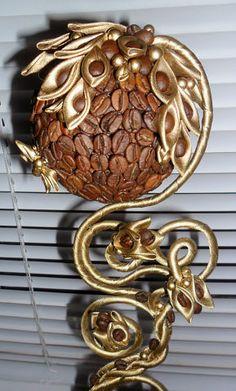 топиарии из кофе и атласных лент