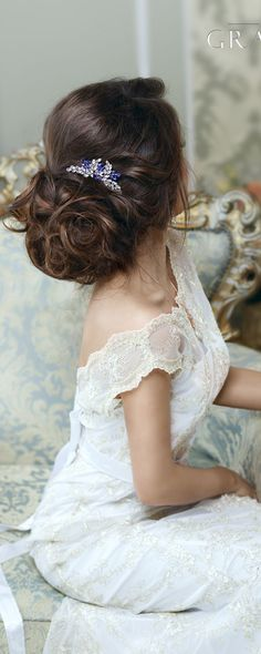 Bridal Hairstyles Inspiration : Crystal wedding hair comb