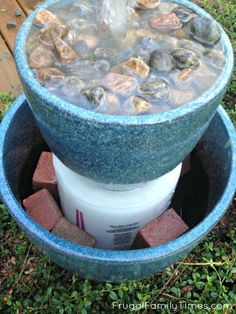 How to Make a DIY Bubble Fountain Garden Water Feature (in an afternoon & on a budget!) How to build a simple bubble fountain for your backyard or deck. This was a quick and easy DIY - it only took an afternoon! This style of fountain uses two or more po Diy Water Fountain, Garden Water Fountains, Small Fountains, Fountain Garden, Outdoor Fountains, Waterfall Fountain, Homemade Water Fountains, Diy Waterfall, Fountain Ideas