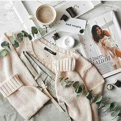 Идея для фото в инстаграм. Весенняя раскладка, вязание, цветы, flatlay, вдохновение, настроение, instagram #фото #instagram #flatlay #весна