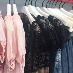 Off-the-shoulder + lace + denim = Friday night @nastygal  #dress #summerdress #babydolldress #lace #denim #jeans #fashion #weekendoutfit #nastygal @pixxyapp