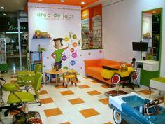 Mamás disfrutonas y más: Fashion Kids, ¡No te cortes, juega!. Peluquerías infantiles en toda España. Kids Barber Shop, Fashion Kids, Kids Hair Salon, Kids Spa, Hair Studio, Salon Design, Baby Shop, Kids Furniture, Kids Room