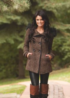 Warm with Elegance Pea Coat from Modern Vintage Boutique. Saved to Modern Vintage Boutique. Modern Vintage Boutique, Stylish Clothes For Women, Leggings, Sexy Girl, Autumn Winter Fashion, Winter Wear, Fall Fashion, Winter Outfits, Cute Outfits