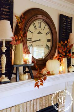 FALL Mantle Decoration Inspiration I loved the shutters behind the candle/lights and the little stool for the candles. Thanksgiving Decorations, Seasonal Decor, Holiday Decor, Fall Home Decor, Autumn Home, Autumn Decorating, Decorating Ideas, Decor Ideas, Ideas Hogar