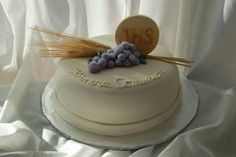 first communion cake First Communion Decorations, First Communion Cakes, First Holy Communion, Beautiful Cake Designs, Gorgeous Cakes, Amazing Cakes, Religious Cakes, Confirmation Cakes, Biscuits