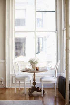 Dining Room design photos, ideas and inspiration. Amazing gallery of interior design and decorating ideas of dining rooms by elite interior designers - Page 43 Sweet Home, Style At Home, Dining Nook, Dining Corner, Small Dining, Dining Set, Dining Table, Patio Table, Kitchen Nook