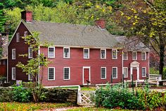 Old Sturbridge Village - Bullard Tavern from Towne House gardens, Massachusetts Red Houses, Saltbox Houses, English Restoration, Sturbridge Village, Colonial America, Colonial Architecture, Historic Homes, My Dream Home, Dream Homes