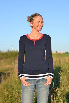 Modré tričko Modré tričko s knoflíčkama. Materiál 100% bavlna, velikost M. Délka trička 67 cm, délka rukávů 67 cm.