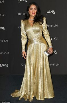 Salam Hayek showed she can still shine under the Hollywood spotlight when she hit the red carpet at the LACMA Art + Film Gala in Los Angeles on Saturday night in a gold Gucci gown. Estilo Salma Hayek, Salma Hayek Style, Sparkly Prom Dresses, Sherri Hill Prom Dresses, Lace Dress Black, Gold Dress, Elegant Dresses For Women, Nice Dresses, Metal Mesh Dress