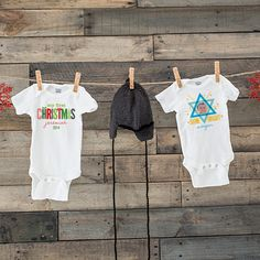 Great gift ideas for a first Christmas using Personalized Onesies. Personalized Growth Chart, Personalized Baby Gifts, Personalized Products, Baby Boy Gifts, Holiday Cards, Onesies, Great Gifts, Stationery, Gift Ideas