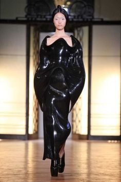 Iris van Herpen Haute Couture Fall 2012. I would wear this if I was an evil space queen. That's a compliment.