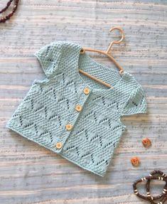Baby Vest Models - 2017 Baby Vest Knitted Models - Diy And Home Love Knitting, Knitting For Kids, Crochet For Kids, Baby Knitting Patterns, Baby Patterns, Knit Crochet, Cardigan Bebe, Knitted Baby Cardigan, Knit Vest