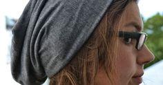 Hier gibt es für euch eine kostenlose Anleitung und ein Schnittmuster zum Nähen einer schicken Beanie( Mütze) ohne Bündchen. Für Erwachsene und Kinder geeignet. Beaniemütze nähen, Beanie Schnittmuster, Anleitung Beanie mütze, Tutorial Mütze, Anleitung Beanie Damen und Herren Fashion Sewing, Turban, Sunglasses Women, Textiles, Knitting, Hats, Kurti, Style, Clothing