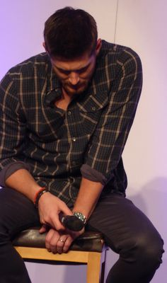 Jensen! Now can anyone explain to me why this is so freaking sexy??