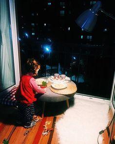 Bu akşam yemekler benden, fikir ve masa onlardan. Dışarda yiyelim mi ? #asyabüyürken