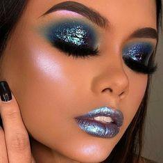 Meerjungfrau-Make-up - Makeup Tutorial Lipstick Glam Makeup, Blue Eye Makeup, Beauty Makeup, Mermaid Eye Makeup, Make Up Tutorial Contouring, Makeup Tutorial Eyeliner, Easy Makeup Tutorial, Mermaid Makeup Tutorial, Eyeshadow Looks