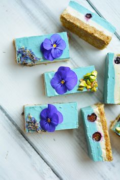 Packed full of delicious and nutritious ingredients this Blue Majik Cheesecake will knock your socks of with an all natural blue colour and anti-inflammatory properties. Made with Oregon Blue Majik. Raw Vegan Desserts, Vegan Cake, Vegan Sweets, Raw Food Recipes, Dessert Recipes, Blue Desserts, Sans Gluten Vegan, Paleo Vegan, Blue Spirulina