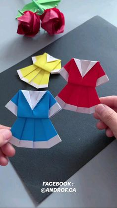 Cool Paper Crafts, Paper Flowers Craft, Paper Crafts Origami, Diy Crafts For Gifts, Ribbon Crafts, Origami Paper, Hand Crafts For Kids, Paper Quilling Designs, Bottle Crafts