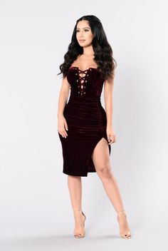 Fly Me To The Moon Dress - Burgundy. Size: M